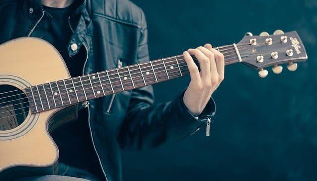 guitar as boyfriend gift